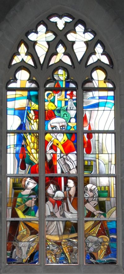 glas-in-loodraam de Kerk in de hedendaagse gemeenschap