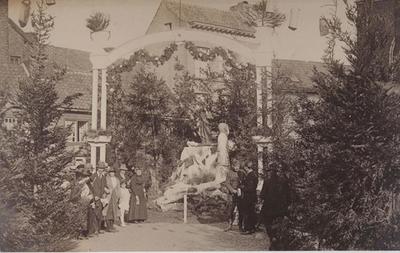 Foto: straatversiering, Fruitmarkt (Virga Jessefeesten, Hasselt, 1919?)