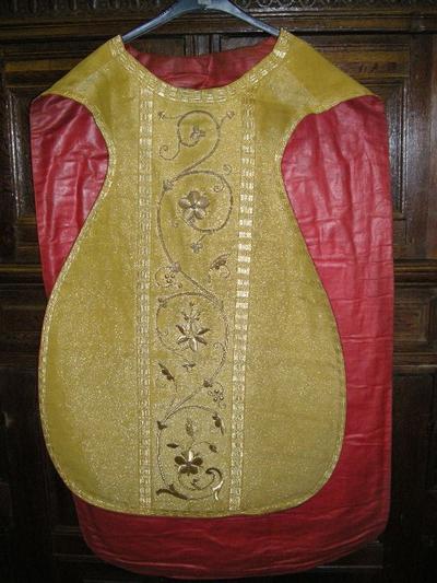 goudkleurige priesterkazuifel van Romeins model