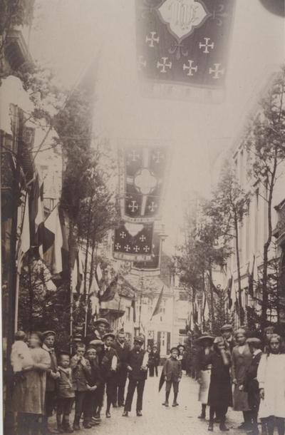 Foto: straatversiering: Maastrichterstraat (Den Heuvel) (Virga Jessefeesten, Hasselt, 1912)