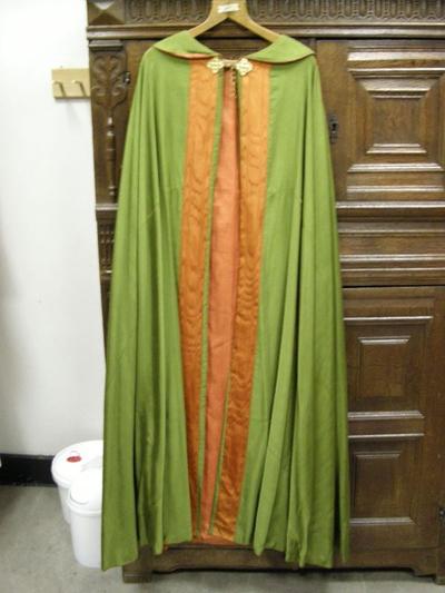 groene koorkap met koperen kettingslot