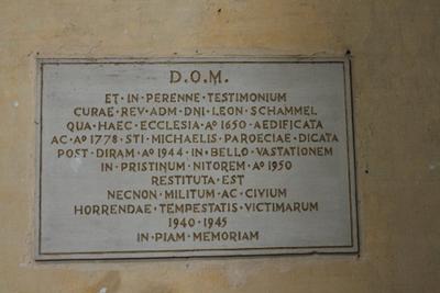 Gedenksteen voor pastoor L. Schammel voor de restauratie van de kerk na WO II