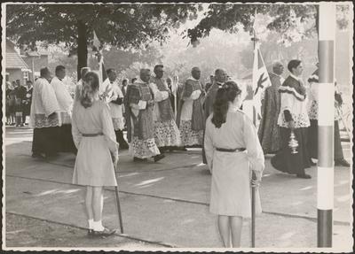 Processie - eremis priester Paul Maciej (1946).