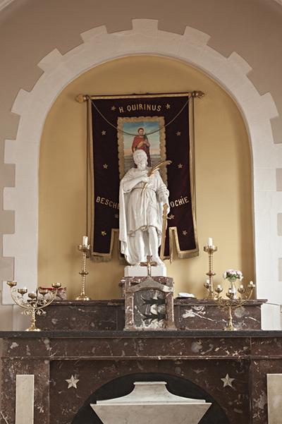 Zijaltaar met tabernakel