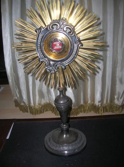 reliekhouder met een relikwie van Broeder Mutien-Marie