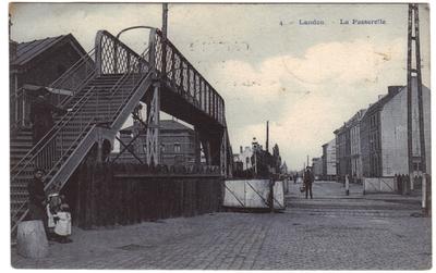Landen voetgangersbrug over spoorweg - La Passerelle