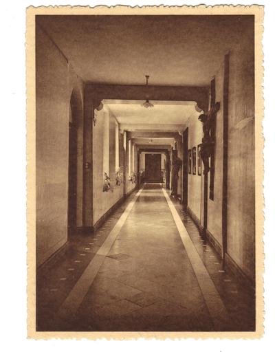 Landen Klooster Pensionnat - Ecole Normale moyenne Soeurs de Marie. Un couloir.