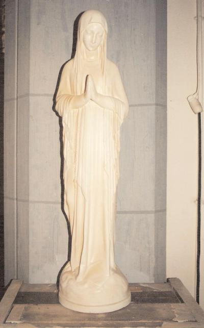 De biddende Lieve Vrouw van Banneux