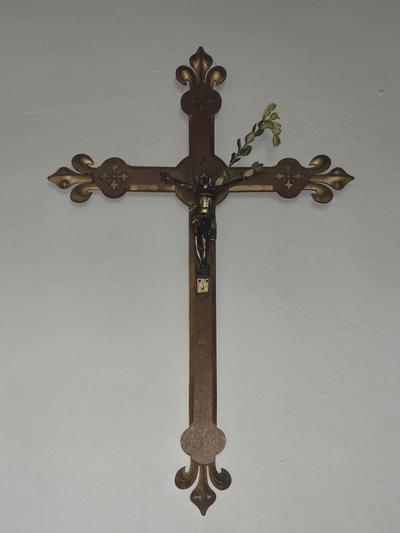 kruis in sacristie (neo-gotiek)