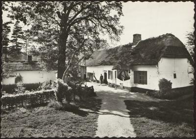 Domein Bokrijk. Openluchtmuseum. Kempische hoeve uit Lummen, 1777, genoemd Wellenshoeve, naar kunstschilder Ch. Wellens