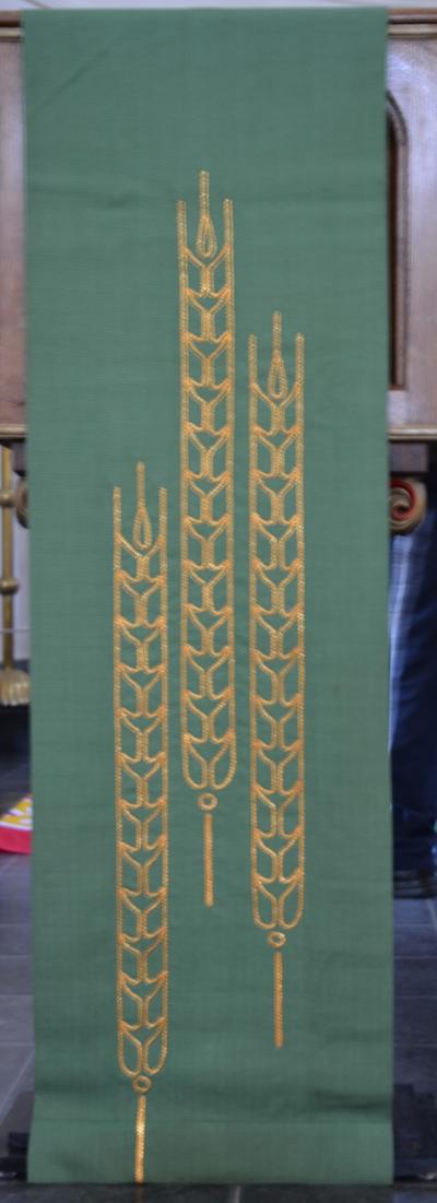 Groen antependia voor altaar en lessenaar