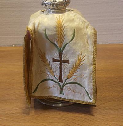 Wit ciborievelum met korenaar