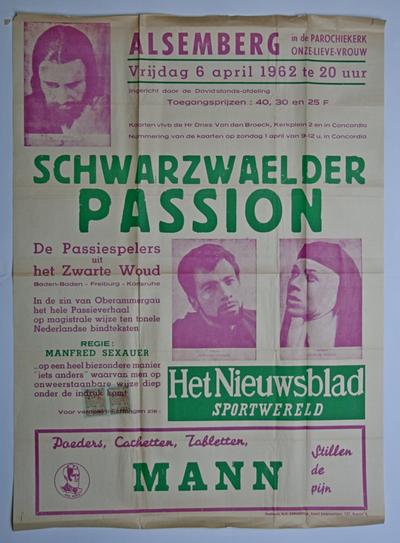 Affiches voor het passiespel 'Schwarzwaelder Passion' vertoond in de kerk van Alsemberg