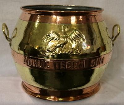 een metalen doopvont