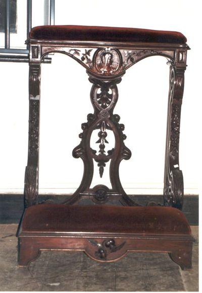 stoel - bidstoel met bordeaux fluweel