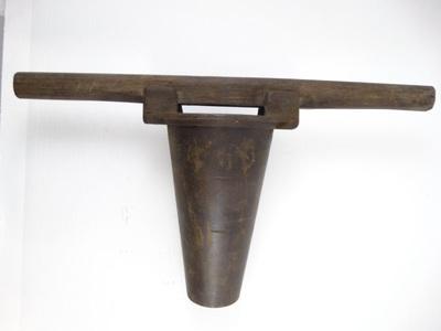 Handwerktuig van een kuiper om een vooraf geboord gat in een ton te verbreden