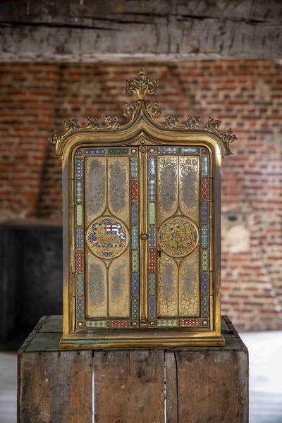 een fraai versierd tabernakel