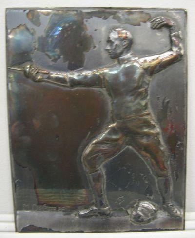 Bas-reliëf met afbeelding van een schermer in actie.
