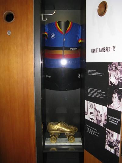 Trofee rolschaatsen van wereldkampioene Annie Lambrechts, haar door de rolschaatsbond geschonken als eerbetoon aan haar sportieve loopbaan.