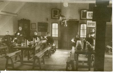 Eetzaal 1ste compagnie Karabiniers-Wielrijders (1913).