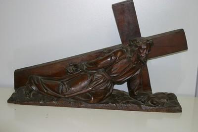 Christus bezwijkt onder het kruis