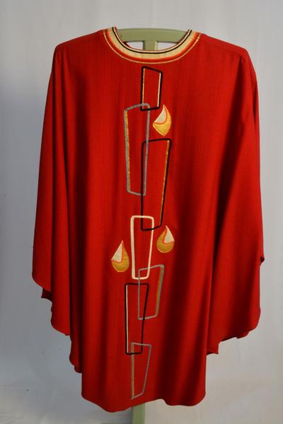 Rood kazuifel en bijhorende stola