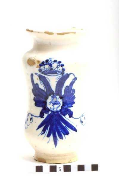 Delfts blauwe apothekerspot; Kroon met adelaars.