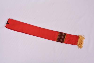 Rood manipel met bijhorend kelkvelum
