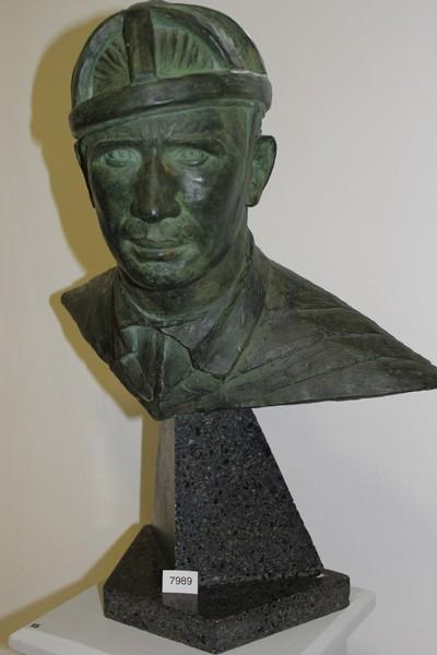Beeld / buste in gips, van wielrenner Louis 'Toto' Gérardin, 1935
