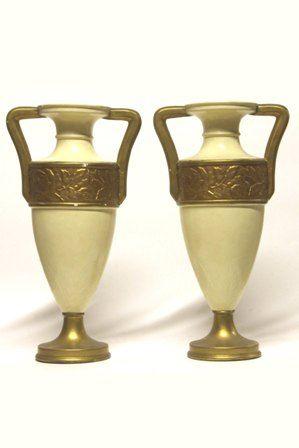 6 kleine vazen in beige geverfde en vergulde gips