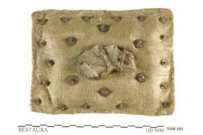 Reliekhouder in textiel, bot en messing