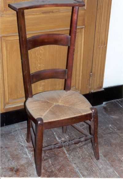stoel - knielstoel met biezen zitting