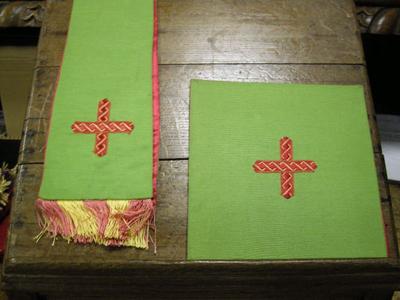 groene manipel met bijhorende bursa