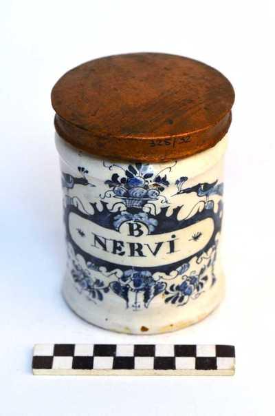 Delfts blauwe apothekerspot;B NERVI en FABA TONKA