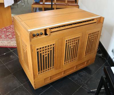 Houten orgel, elektrisch aangedreven
