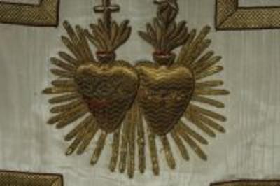 Wit kazuifel met kruis