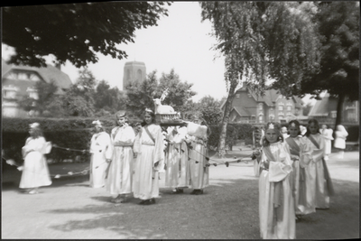 Processie Tuinwijk kermis - 'Het Lam Gods'.