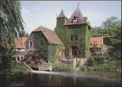 Halen. Rotemse molen. Ca. 1422 werd in opdracht van de cisterciënzerinnen van de abdij Mariëndal, in Rotem, een watermolen op de Velp gebouwd. De huidige molen dateert uit 1646, met verbouwingen in de 18de. Het huidige pittoreske uitzicht werd gerealiseerd in de loop van de 19de en 20ste eeuw