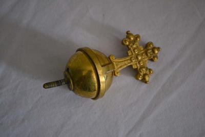 Verschillende ornamenten voor het beeld van Onze-Lieve-Vrouw met kind