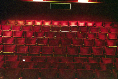 Speelzaal Theater Corso - vanaf podium (frontaal)