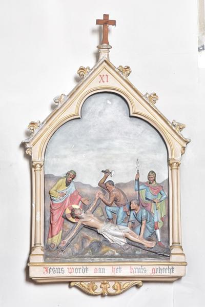 Jesus wordt aan het kruis gehecht