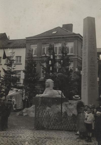 Foto: straatversiering: De [Heilige Familie] rust in Egypte, Botermarkt (Virga Jessefeesten, Hasselt, 1912)