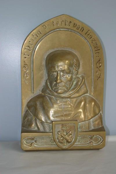 herdenkingsreliëf van heilig paterke van Hasselt