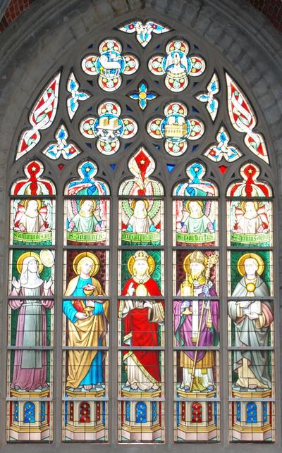 glas-in-loodraam de verheerlijking van het H. Sacrament