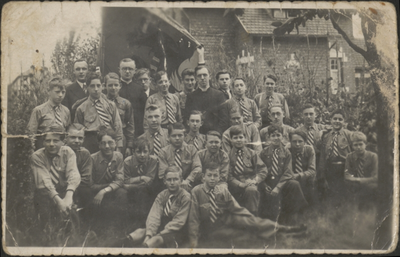 Eisdense studentenbond bij eremis oud-leider Ferenx Lakatos (1937).