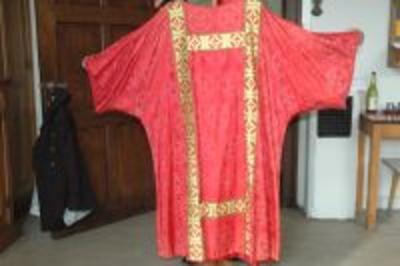 Rood dalmatiek met goudkleurige strook