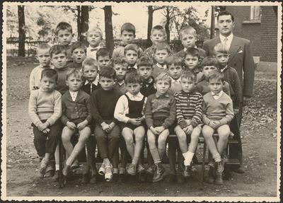 Jongensschool Eisden Tuinwijk, klasfoto 1ste leerjaar