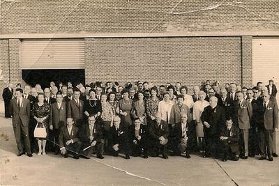 Medaille-uitreiking voor de werknemers die 60 jaar in dienst waren bij de Catala-fabriek