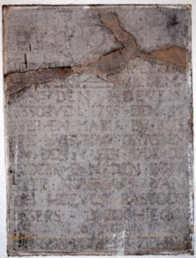 Grafsteen van Willem en Maria van den Hoeven-Dubois en zoon Nicolaus