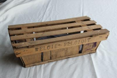 Rechthoekig kistje met deksel om kersen en pruimen in te verpakken